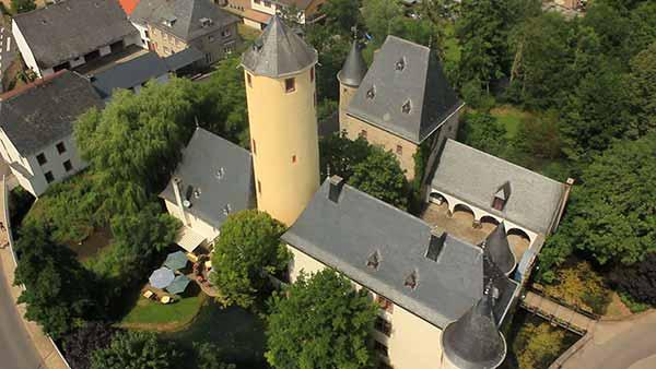 Eine Luftaufnahme der Burg Rittersdorf.