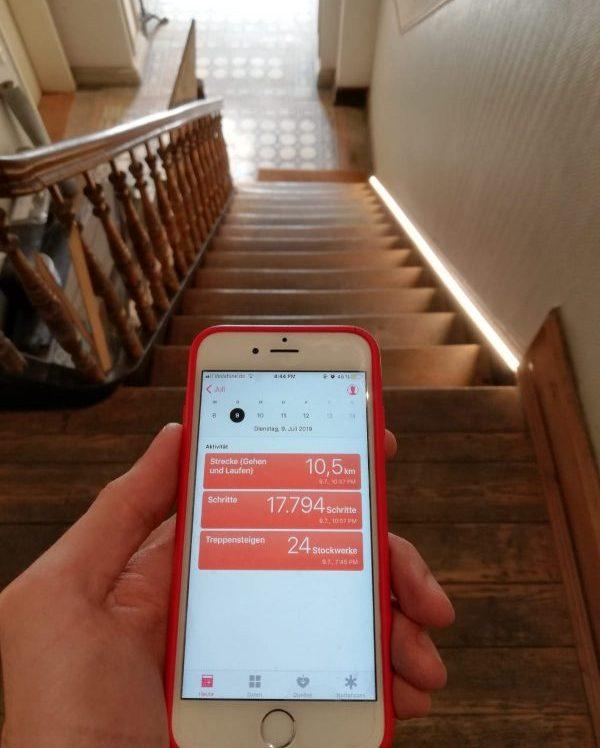 Schrittezähler im Smartphone zeichnet Bewegung auf
